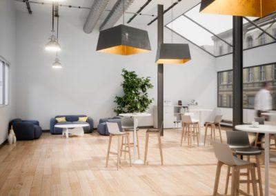 espace détente avec mange-debout Arvor bureau
